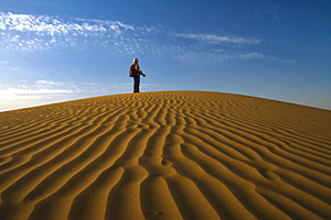 Drone leads lost traveler out of desert in northwest China