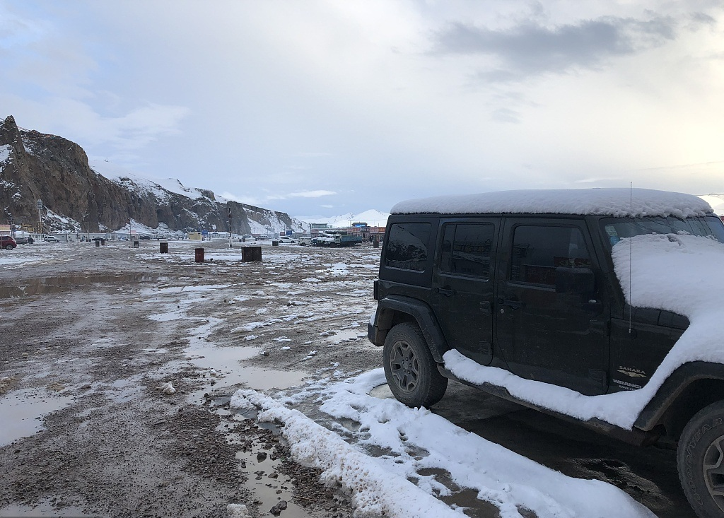 PLA aids disaster relief in landslide-affected area