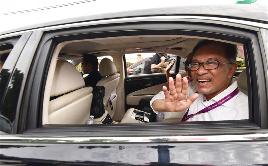 Malaysia's Anwar expected to return to parliament in by-election