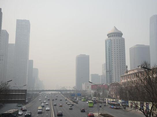 Unfavorable weather gives Beijing moderate air pollution