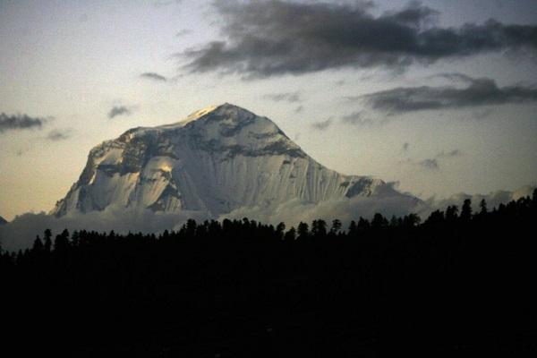 Nepal rescuers retrieve bodies of nine climbers