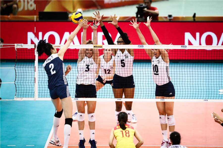 Chinese women's volleyball team squeaks past US