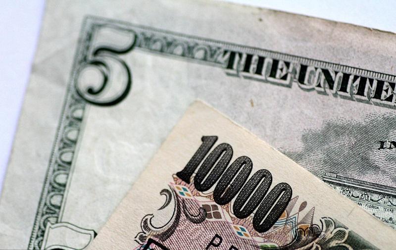 Dollar changes hands in lower 112 yen range in early deals in Tokyo