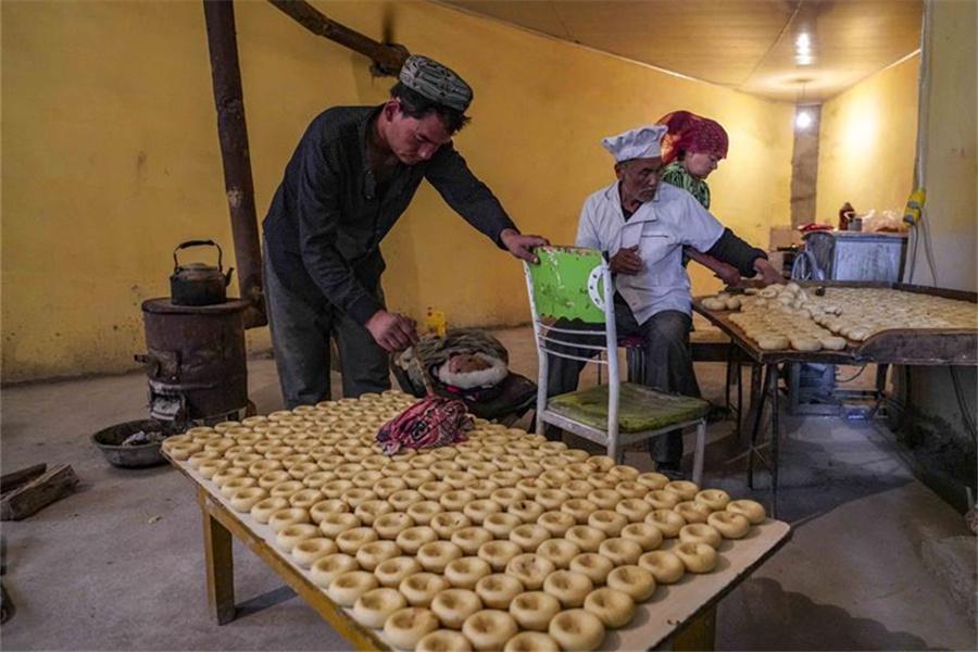 Pastry maker in China's Xinjiang
