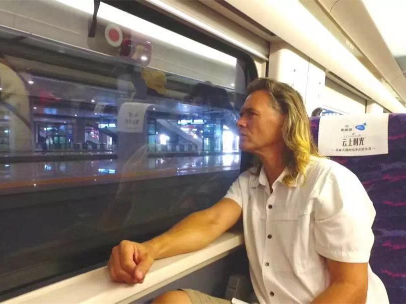 US train enthusiast witnesses China's railway development in 30 years