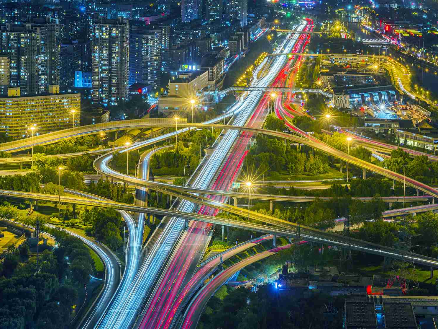 China works to balance growth and risk prevention
