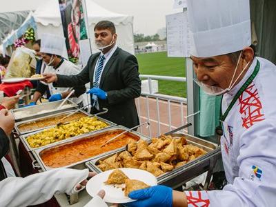 International charity sale radiates hope in Beijing