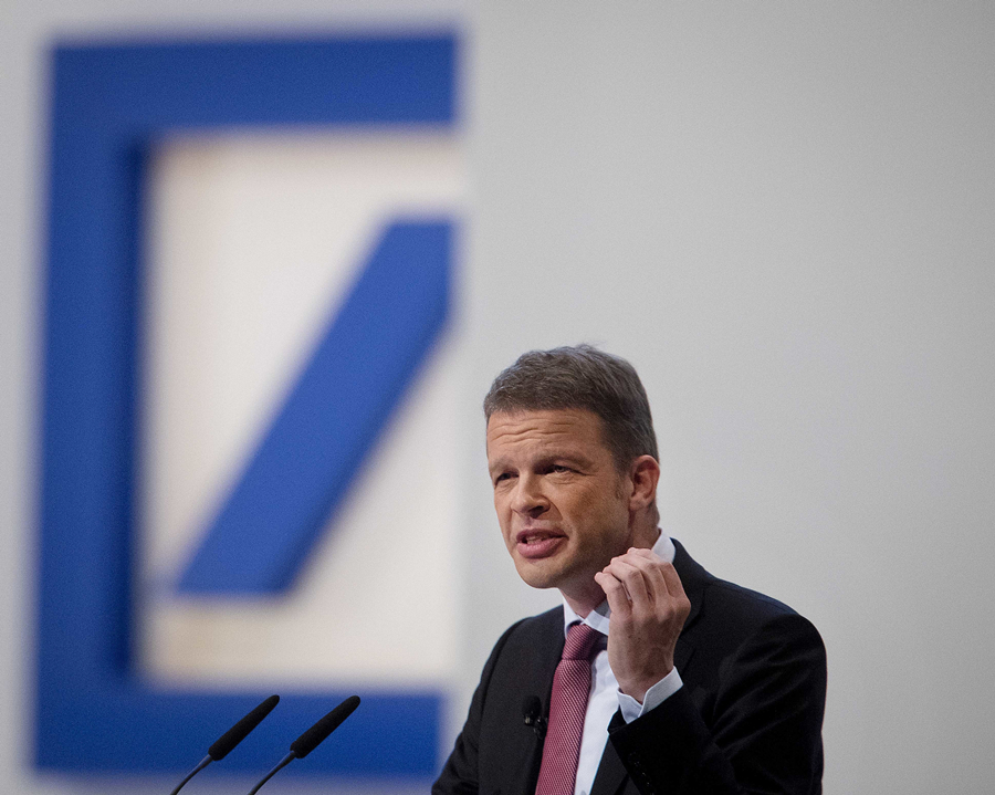 Deutsche Bank 'on track' for 1st full-year profit since 2014