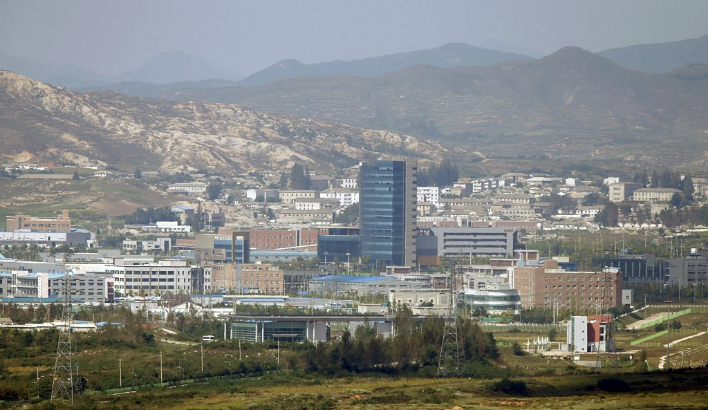 S. Korea consults with DPRK on businessmen's visit to inter-Korean industrial zone