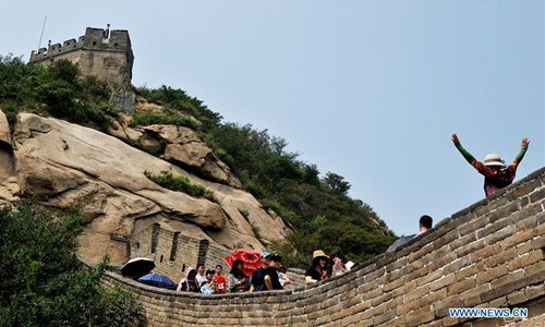 Experts recommend stopping illegal climbing on the Great Wall, opening up wild sections