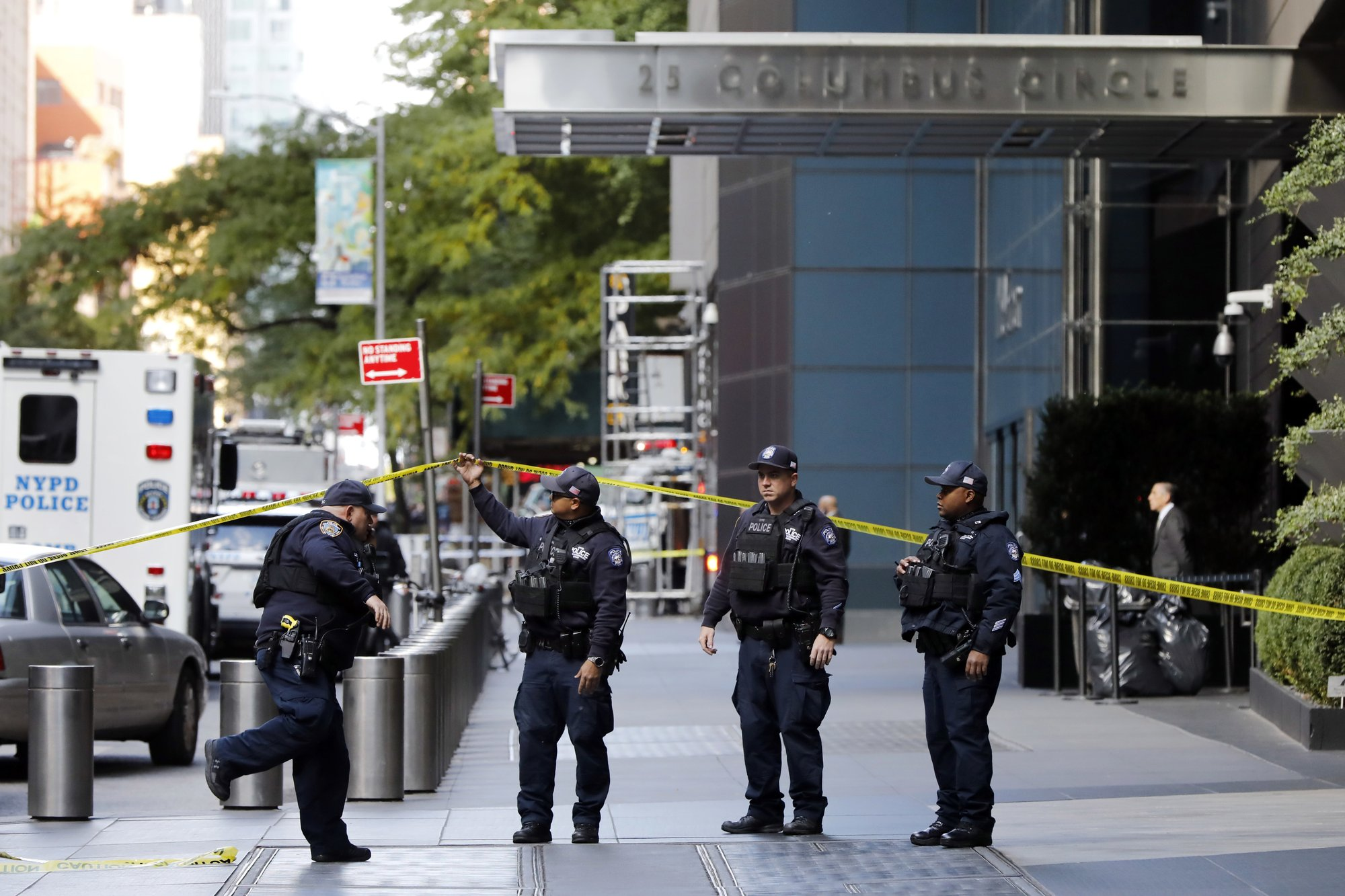 Crude pipe bombs sent to Obama, Clintons, CNN; no injuries