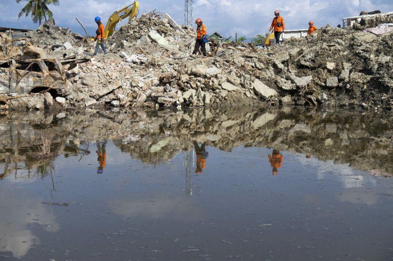 A month on, Indonesia's quake-tsunami hit city faces health crisis