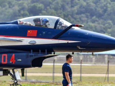 Chinese PLA aerobatic team ready for Zhuhai airshow