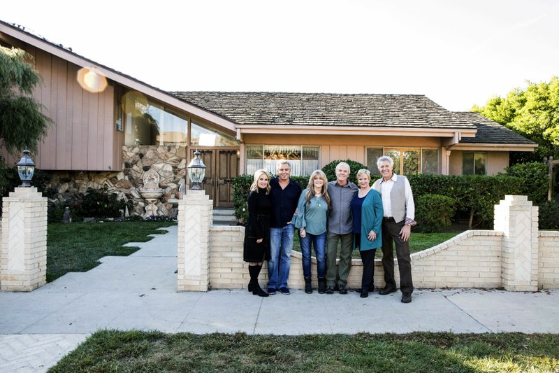 'Brady Bunch' cast members reunite at TV family home