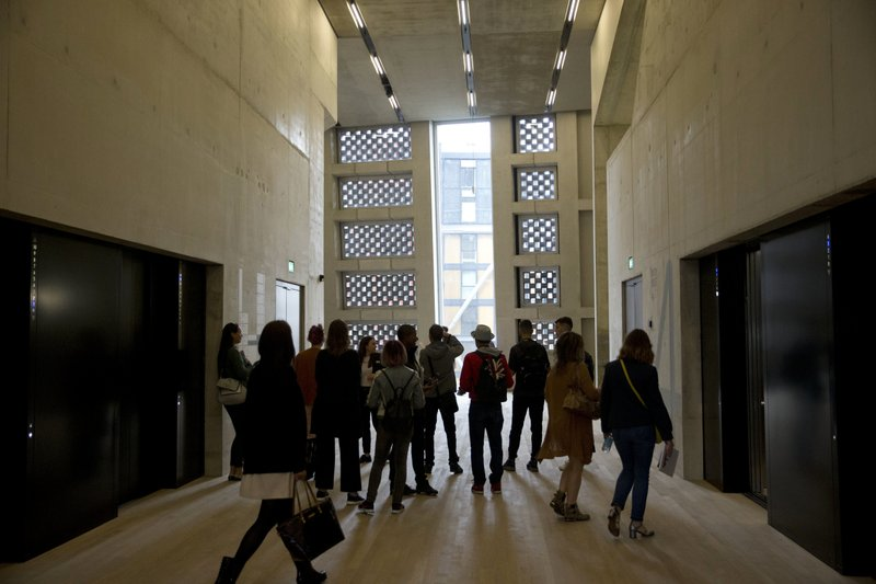 UK neighbors accuse Tate Modern of invading their privacy