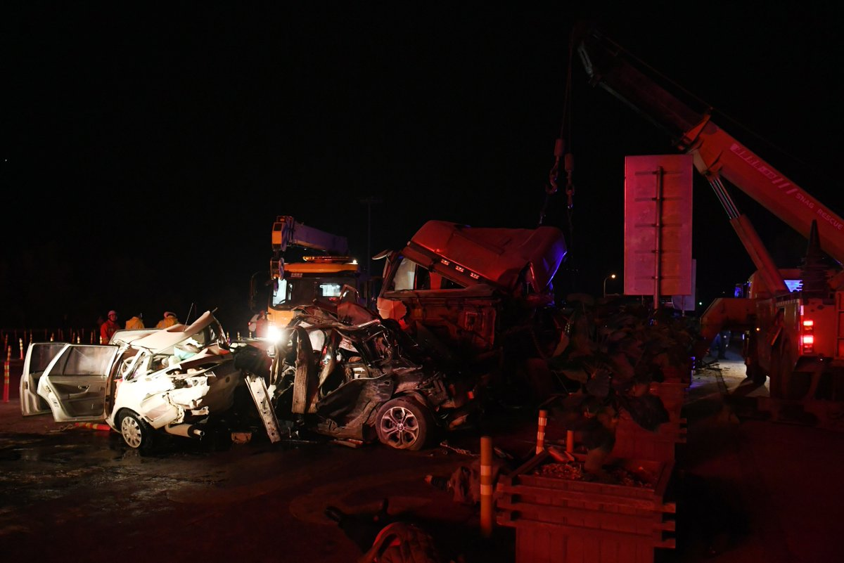 15 dead, 44 injured in NW China pile-up