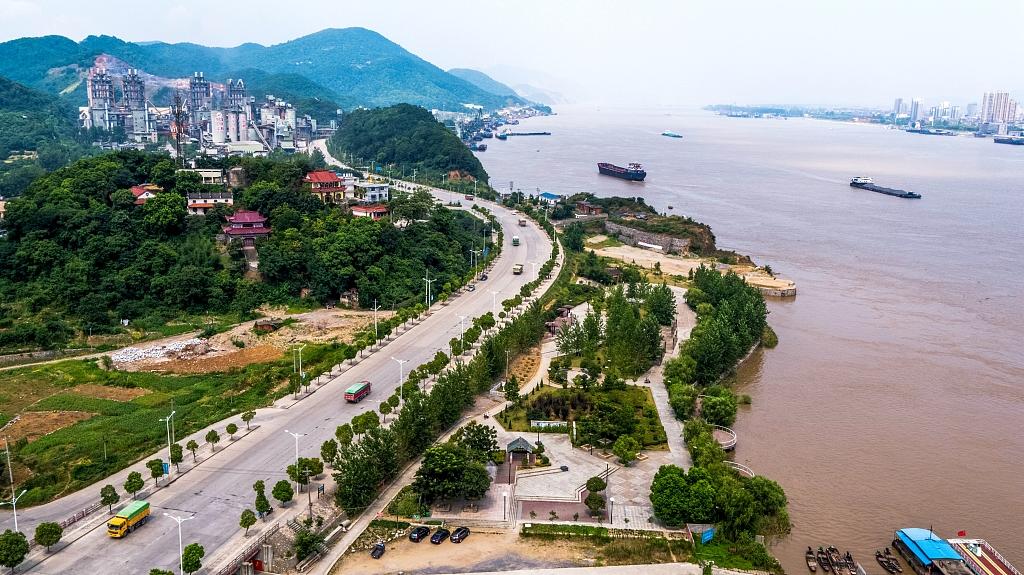 Over 1,300 wharfs along the Yangtze demolished, upgraded
