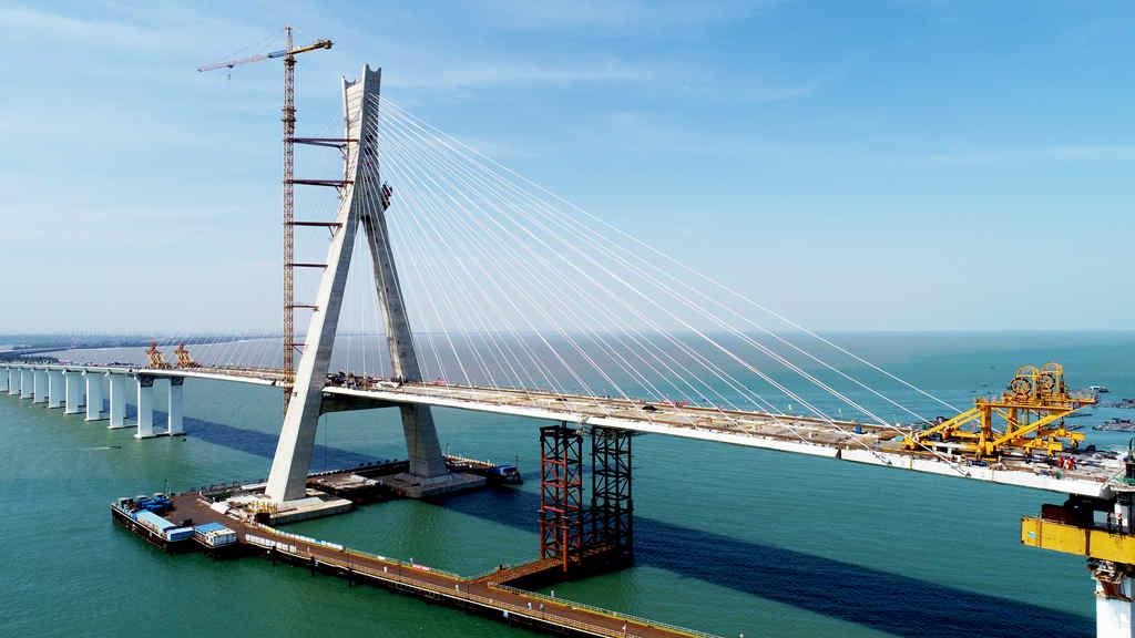 Hainan's Puqian bridge setting records
