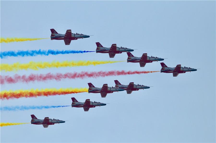 Zhuhai airshow wows visitors