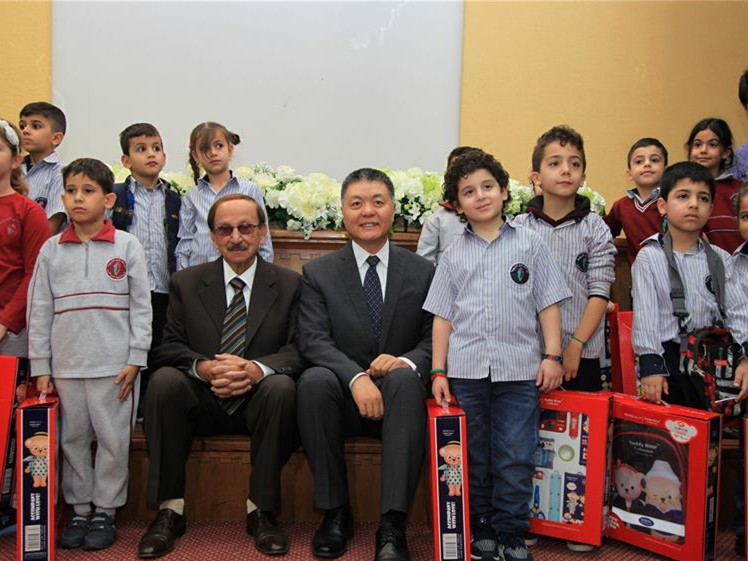 China donates school bags to educational institutions in Lebanon