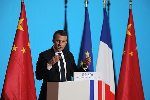Macron tries his hand at speaking Chinese.jpg