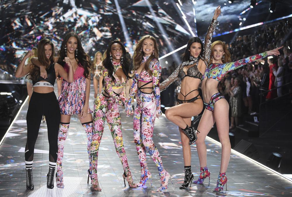Angels on 2018 Victoria's Secret fashion show runway