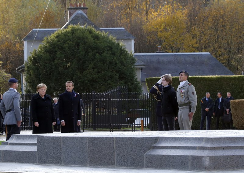 Leaders laud fallen soldiers on eve of armistice centennial