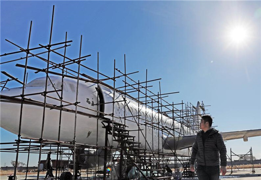Villager builds full size plane model in NE China's Liaoning