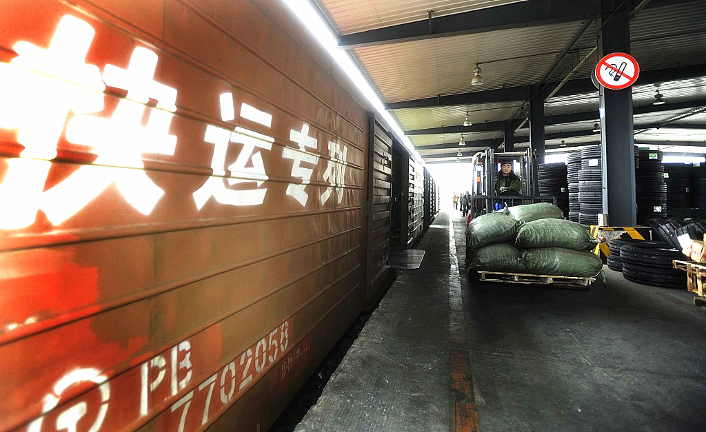 High-speed trains in Yunnan aid in shopping bonanza delivery
