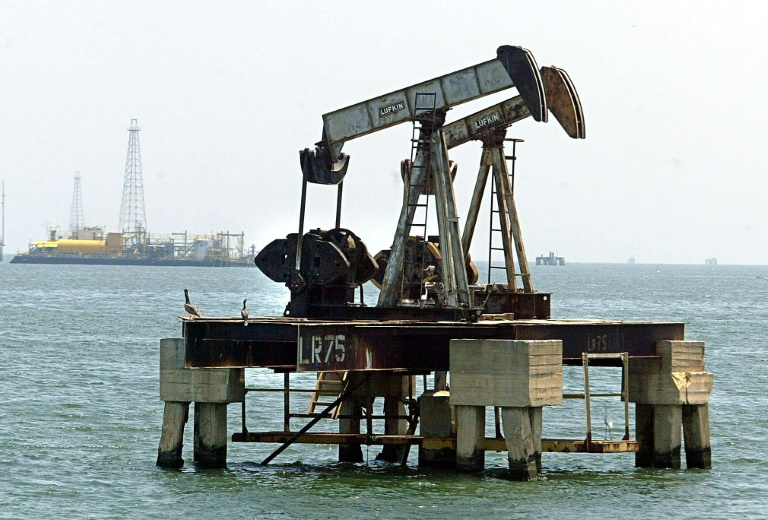 Major oil producers to consider cuts after price slide