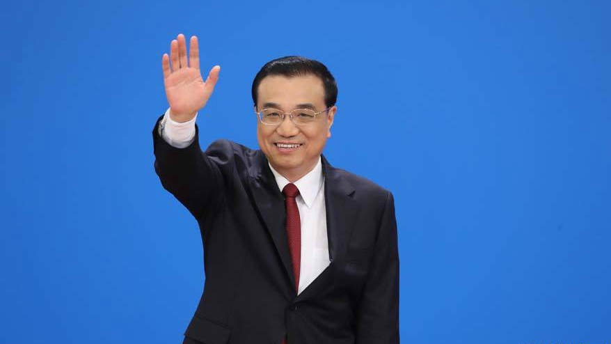 Chinese premier arrives in Singapore for visit, East Asia cooperation