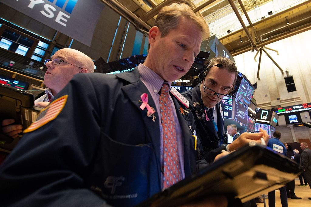 Dow plunges over 450 points amid Apple losses