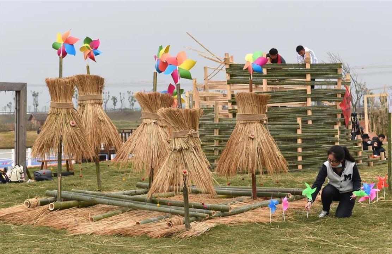 Students compete in E China's straw design contest