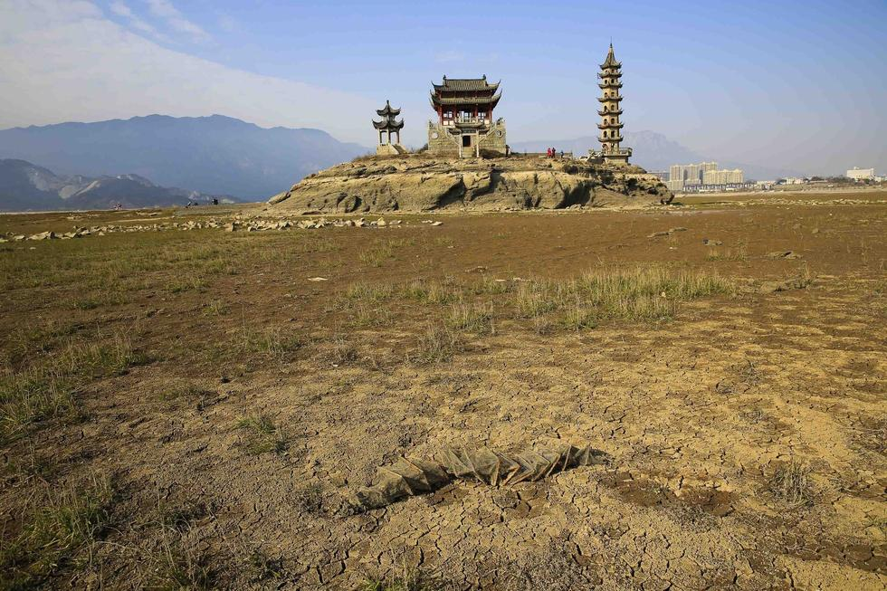 China's biggest freshwater lake enters drought period