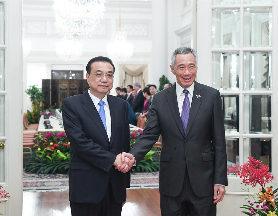 Chinese Premier Li Keqiang (L) holds talks with Singaporean Prime Minister Lee Hsien Loong in Singapore, Nov. 12, 2018. [Photo/Xinhua]