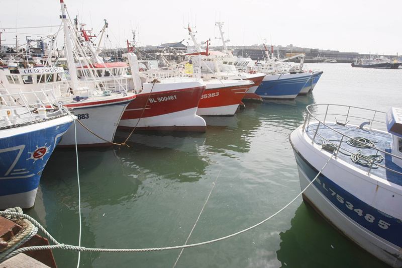 Migrants reach Britain in stolen French fishing boat