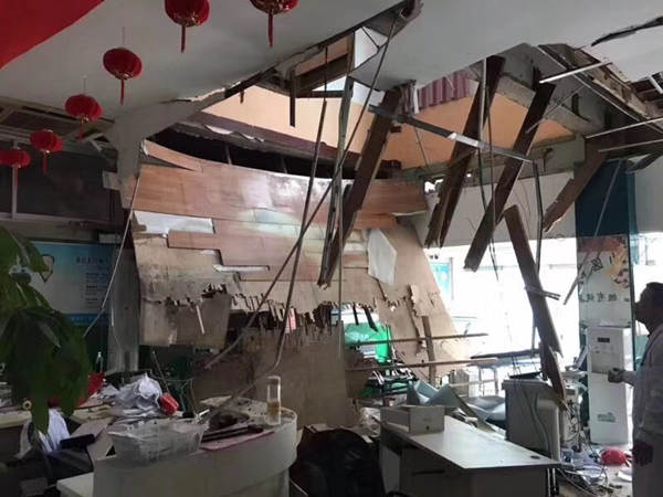 21 injured after hospital floor collapses in Nanjing