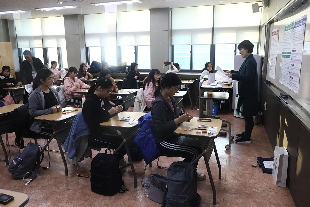 S.Korean students take all-important college entrance exam