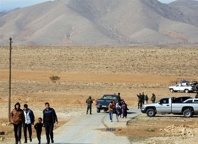 Over 400 Syrian refugees return home from Lebanon