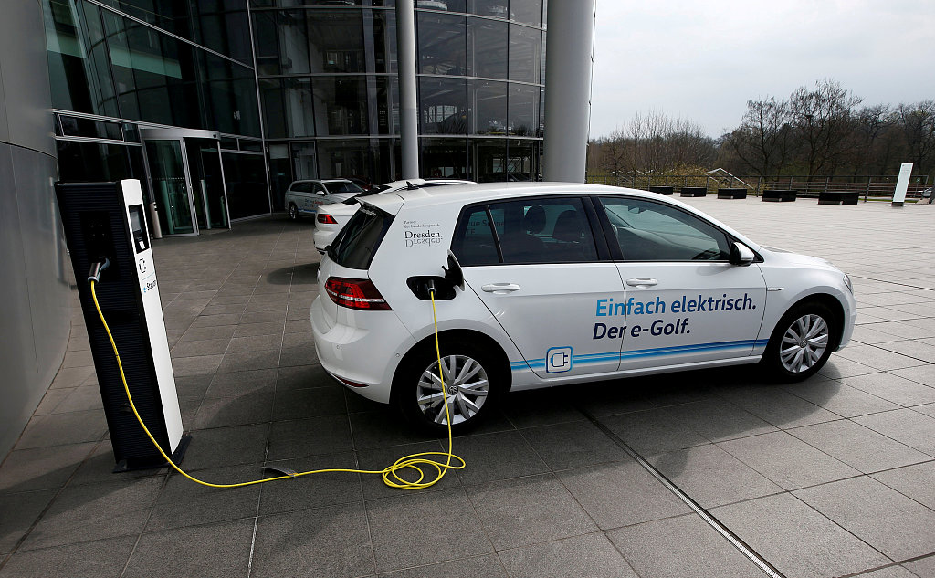 Volkswagen wants to storm car market with mass-market electric model