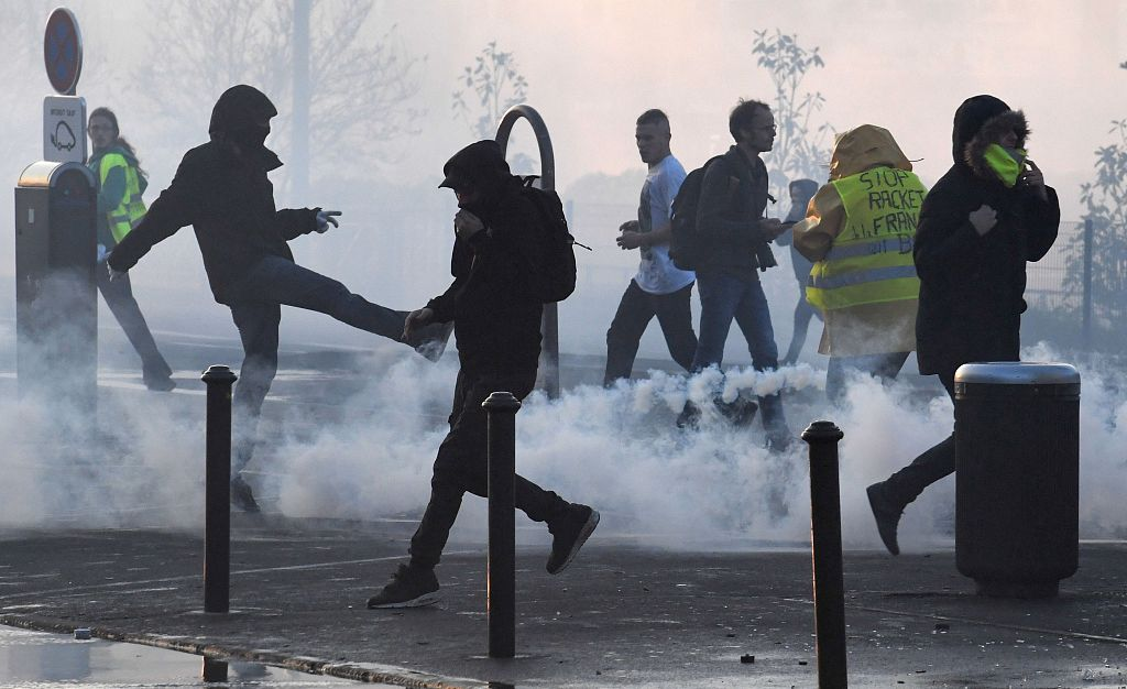 More than 400 hurt in French fuel price protests: minister
