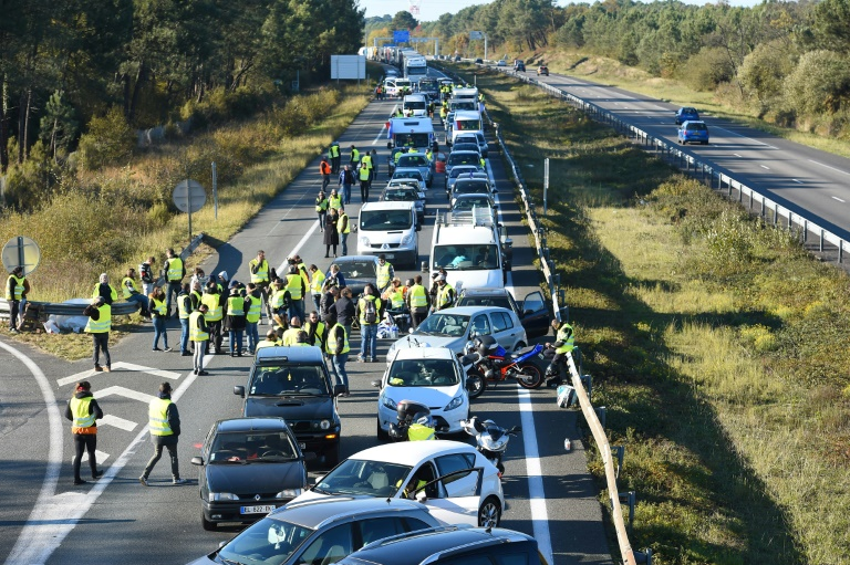 Fresh clashes in French 'yellow vest' fuel price protests