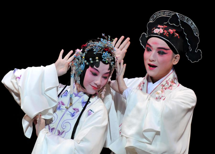 Ancient Peking Opera finds new fans in New York