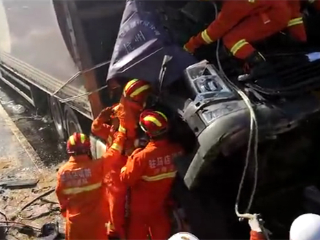Highway pile-up kills 3 in central China