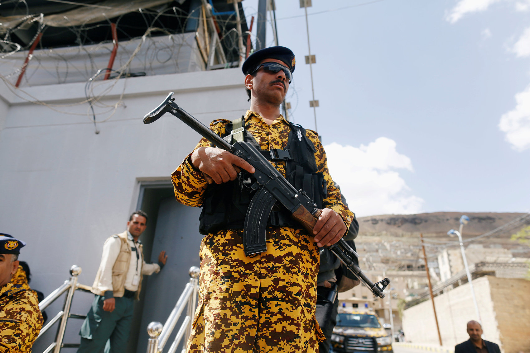 Top Yemen rebel calls for halt to military operations