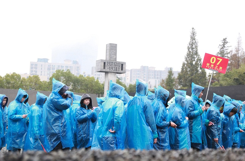 Students & teachers from East China remember Nanjing Massacre victims