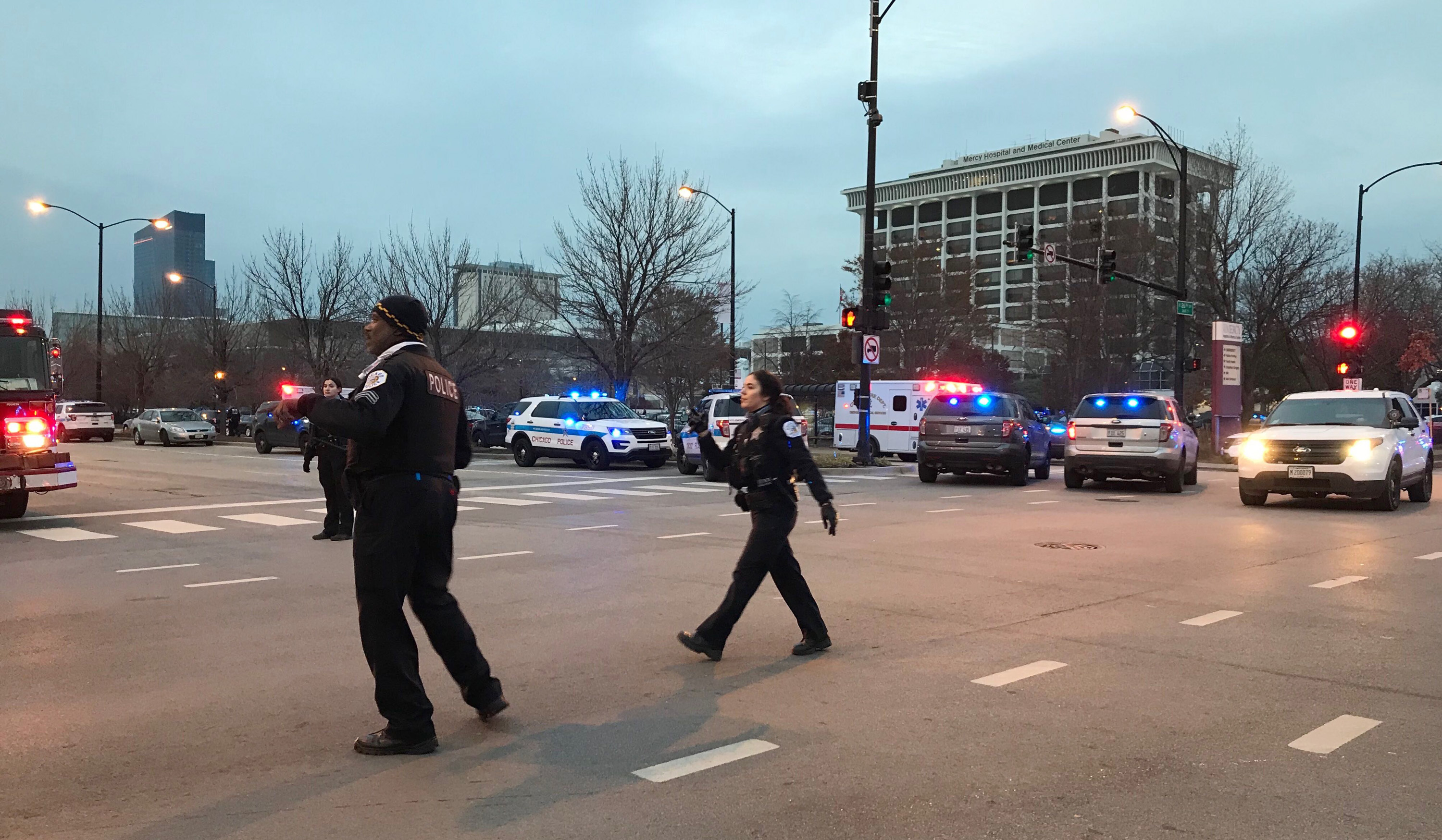 At least four dead, including gunman, in Chicago hospital shooting
