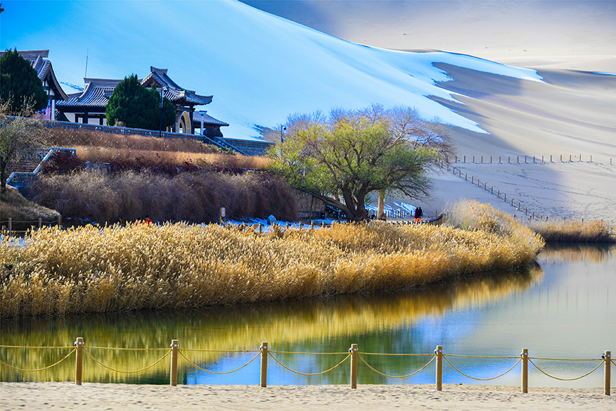 Dunhuang turns to fairyland after first snowfall