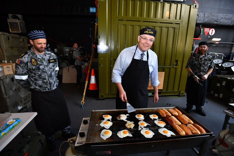 Australian PM cooks breakfast for navy soldiers