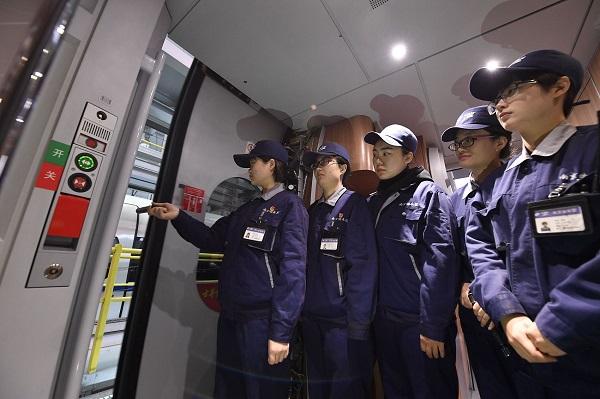 Women constitute 43.5% of China's workforce